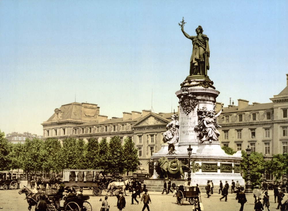 Place_de_la_Republique_Paris_France